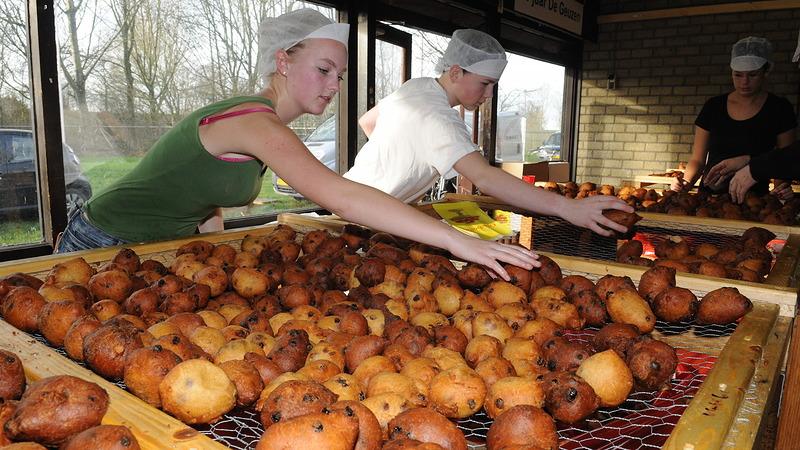 Scoutingclub De Geuzen bakt voor de 58e keer oliebollen voor Alkmaar.